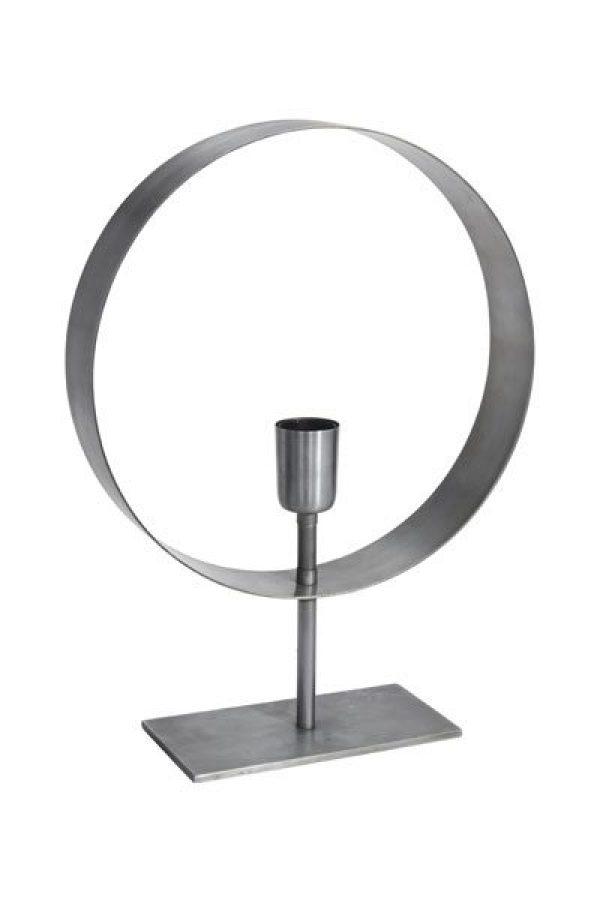 Bordslampa Atmosphere Silver.Lampfot Atmosphere i silverfärg med en lamphållare. Lampan har 2 meter lång svart textil sladd.