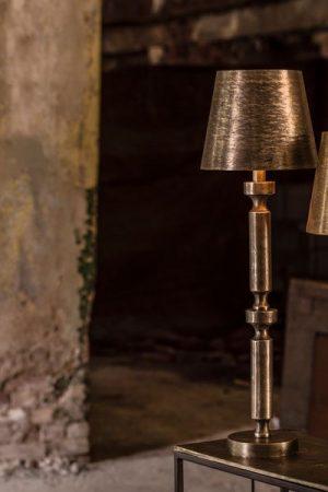 Bordslampa Balder Råsilver Skärm Mia.Lampfot Balder i råsilver med lampskärm Mia i råsilver. Sockel E27. Finns i två storlekar.