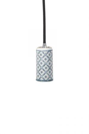 Tak/Fönsterlampa Ming Mey Grå inkl LED Elect. Taklampa alternativt fönsterlampa i porslin med orientaliskt mönster i grått, levereras med textilsladd 3,5 meter med väggkontakt. E27 sockel, 40W. Elect LED Filament 125mm, 4W ingår.