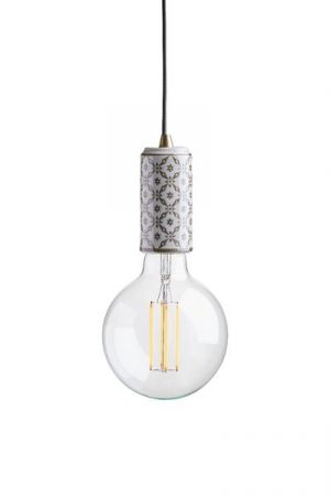 Tak/Fönsterlampa Ming Mey Beige inkl LED Elect. Taklampa alternativt fönsterlampa i porslin med orientaliskt mönster i beige, levereras med textilsladd 3,5 meter med väggkontakt. E27 sockel, 40W. Elect LED Filament 125mm, 4W ingår.