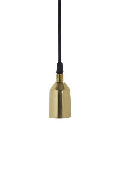 Tak/fönsterlampa Notice Slät Guld. Tak/fönsterlampa i slät guld med svart textilsladd 2 meter med takkontakt. E27 sockel, 40W.
