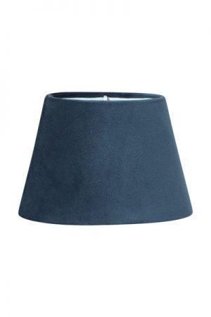 Lampskärm Sammet Blå Oval. Oval lampskärm i blå sammet. Levereras med klofäste. Skärm Oval finns i flera storlekar och färger.