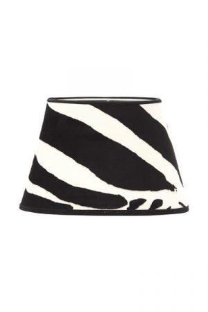 Lampskärm Sammet Zebra Oval. Oval lampskärm i zebramönstrad sammet. Levereras med klofäste. Skärm Oval finns i flera storlekar och färger.