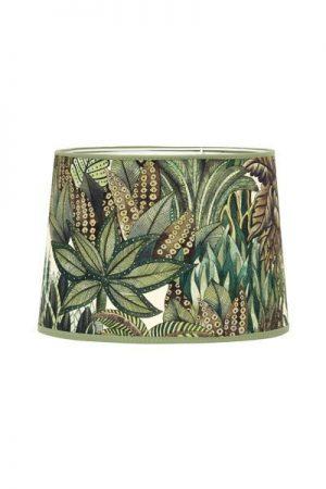 Lampskärm Sofia Exotic Forest. Grön mönstrad lampskärm i bomull, skärmen finns i flera storlekar och levereras med ringfäste.