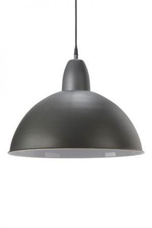 Taklampa Classic Jako Grå. Classic taklampa i jakogrått med vit insida. Levereras med 1,2 meter svart sladd och takkopp i samma färg som lampan. E27 sockel. Finns i två storlekar.