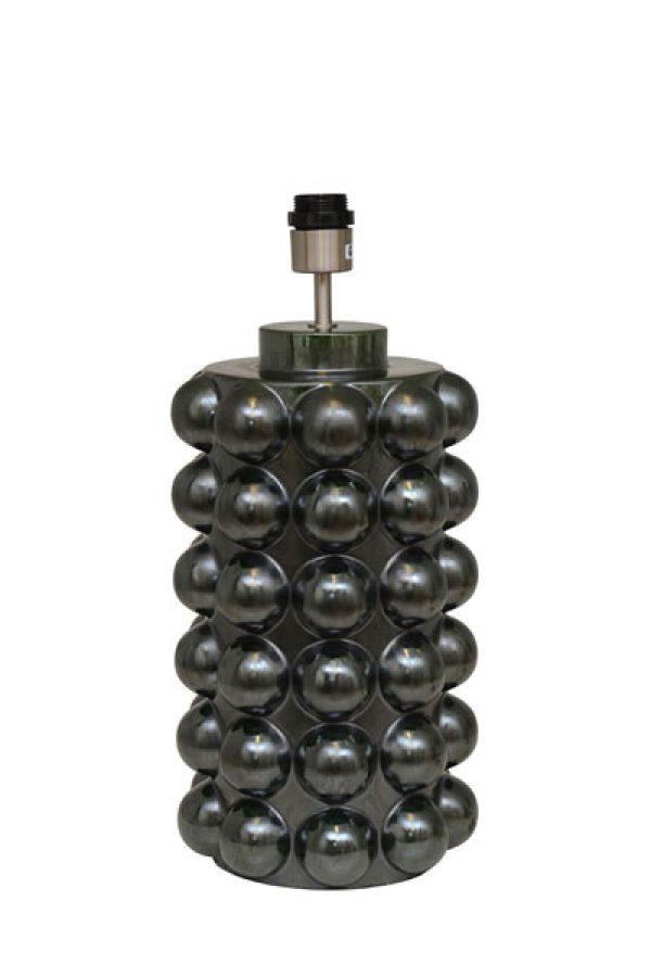 Lampfot Bubbels Evergreen. Lampfot i mörkgrön keramik från Hallbergs. Sockel E27. Finns i två storlekar. På vår miljöbild är den höga lampfoten 49 cm och vi har använt 35 cm bred skärm. Skärm ingår ej.