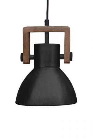 Taklampa Ashby Single Pale Black. Taklampa i mattsvart metall med trädetalj, 1,10 meter textilsladd med takkopp.Sockel E27. Lampan finns i tre storlekar och tre olika färger.