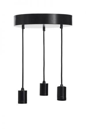 Taklampa Skyn Ceiling Black.Skyn är en taklampa med en rund bottenplatta och tre hängande lamphållare. Sladdarna är av textil, 1,5 meter långa och kan justeras till önskad längd. Denna taklampa är gjord för att kombineras med våra populära toppringsskärmar Cia. Den smarta lamphållaren med snygg skärmring gör det även möjligt att mixa och matcha med enbart ljuskällor.Sockel E27. Finns även i vitt. Rekommenderad skärm är Cia med toppringsfäste.