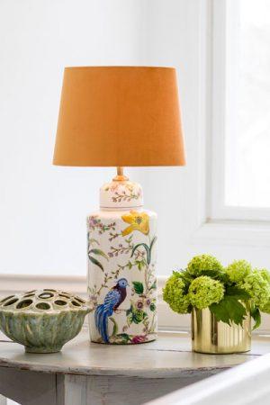 Stort utbud av bordslampor i olika höjder, modeller och