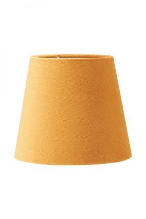 Lampskärm Mia Sammet Studio Gul.En härlig lampskärm i serien studio som har en sammet i präglad struktur som ger en extra lyxig känsla. Skärmen finns i flera olika färger och storlekar. Lampskärmen har en ljus insida som ger ett behagligt sken och är lätt att matcha med olika lampfötter. Levereras med klotfäste i storlek 17 och 20 cm.Storlek 24 cm levereras med ringfäste.