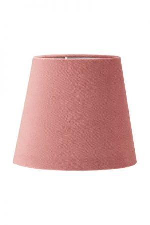Lampskärm Mia Sammet Studio Rosa.En härlig lampskärm i serien studio som har en sammet i präglad struktur som ger en extra lyxig känsla. Skärmen finns i flera olika färger och storlekar. Lampskärmen har en ljus insida som ger ett behagligt sken och är lätt att matcha med olika lampfötter. Levereras med klotfäste.