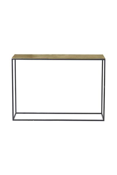 Miramar sideboard i metall från PR Home. Bordet har svarta ben och bordsskiva i råmässing.
