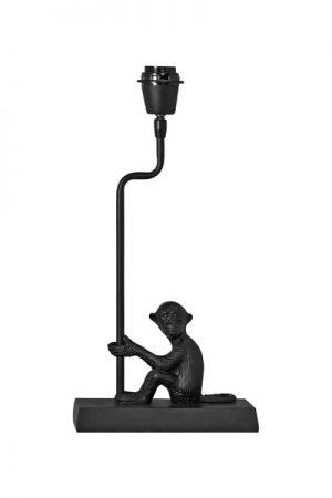 Lampfot Fru Nilsson. En lampfot är en liten elegant lampfot i metall som är lättplacerad. Med sin kvadratiska fot gör den sig bra på ett smalt fönsterbräde. Lampfoten har 2,5 meter textilsladd och justerbar lamphållare. På vår miljöbild har vi använt lampskärm Omera i sammet Ruta. Skärm ingår ej.