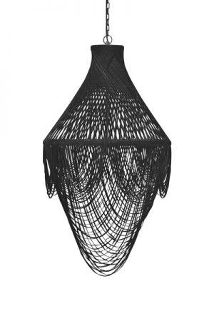Taklampa Mauritz Svart. En modern variant av kristallkronans klassiska form. Banden av äkta mocka ger ett effektfullt sken. Lika snygg över ett bord som i en trappa eller ett rum med högt i tak. Lampan har svart kedja med takkopp. Sockel E27. 40W.