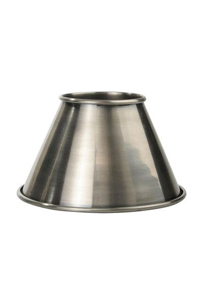 Lampskärm Classic Antiksilver. Populära lampskärmen Classic i antisilver från PR Home. Lampskärmen är helt i metall vilket gör att ljuset sprider sig uppåt och nedåt. Skärmen har ett E27 ringfäste och finns i två storlekar.