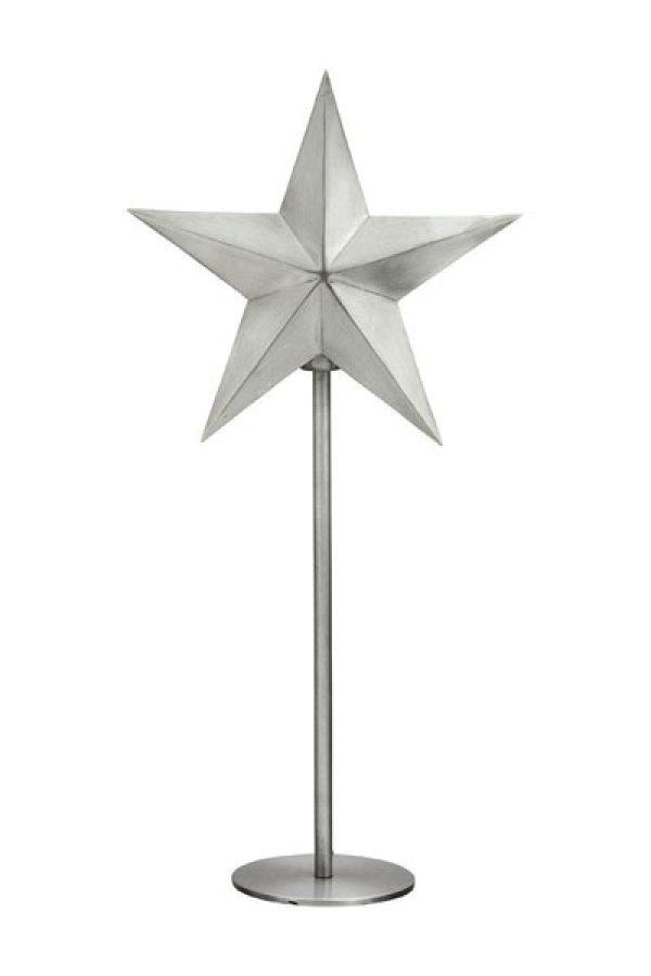 Nordic Star on Base Silver. En enkel och stilren stjärna på fot som är vacker från båda håll. Stjärnan finns i två olika färger och storlekar. Den har 1,8 meter svart textilsladd. Sockel E27. Max 25W.